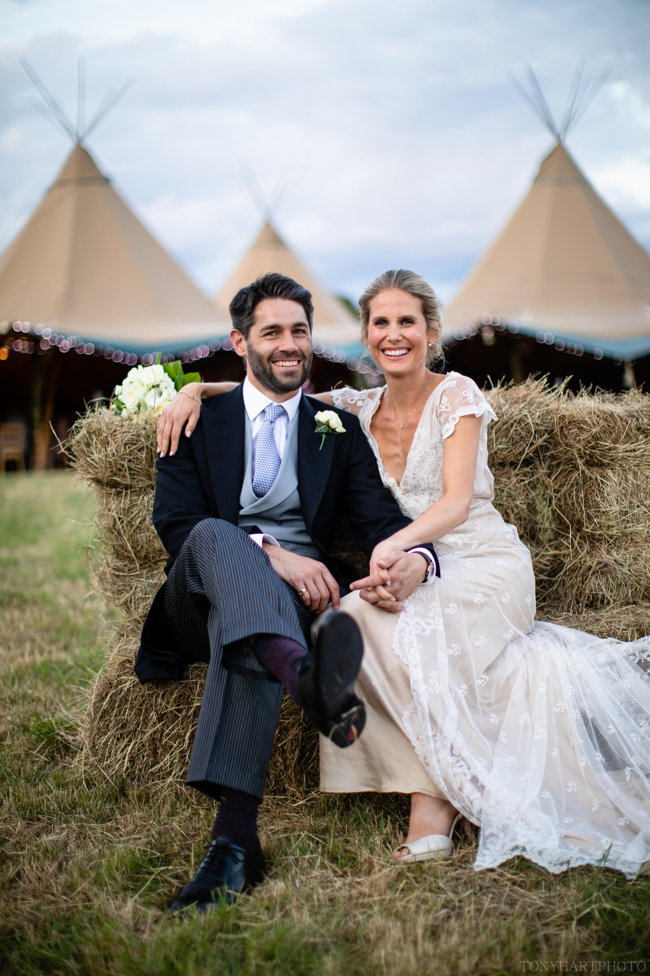 Tipi wedding - couple portraits