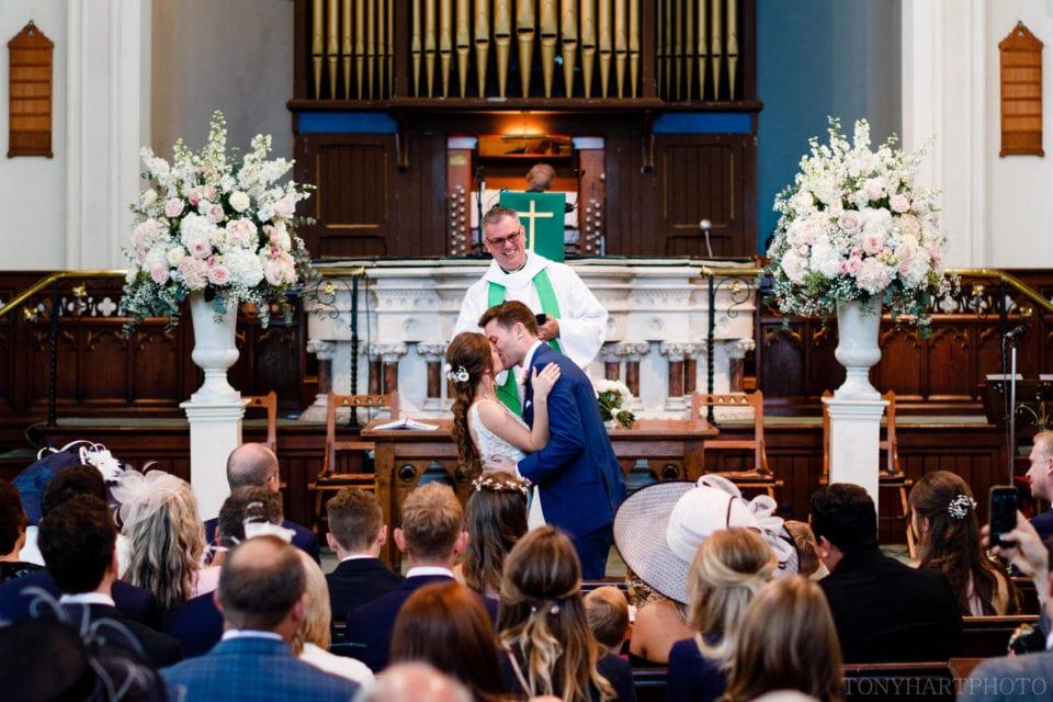 Lauren & Scott's first kiss as Mr & Mrs